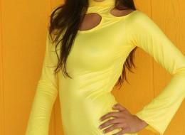 Cizia w żółtej sukience (12)