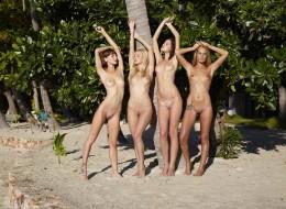 Cztery dupeczki w raju (9)