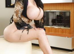 Gigantyczne latynoskie piersi (5)