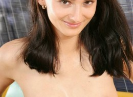 Niczego sobie naturalna brunetka (4)
