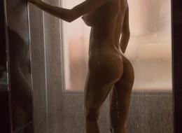Latynoska pod prysznicem (11)