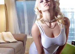 Blondyna świeci swoimi cycuchami (13)