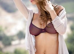 Piękna kobieta w ładnym plenerze (8)