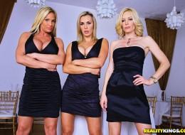 Gwiazdy porno w strojach wyjściowych (9)