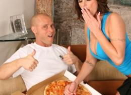Dostarcza pizze i zalicza mamuśkę (10)