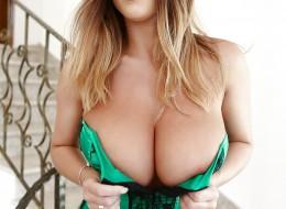 Ma tak duże i piękne piersi, że trzeba to zobaczyć (9)
