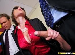 Szefowe dają dupy swoim pracownikom (10)