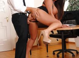 Zboczona sekretarka uwiodła swojego szefa (4)