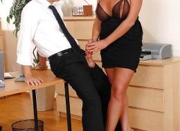 Zboczona sekretarka uwiodła swojego szefa (8)