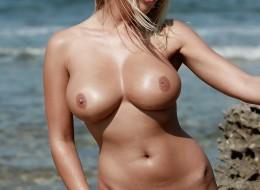 Gorąca muszelka na plażowej sesji (18)