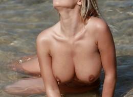 Gorąca muszelka na plażowej sesji (2)