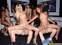 Orgia na imprezie (8)