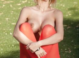 Wysportowana blondyna dba o swoje ciało (10)
