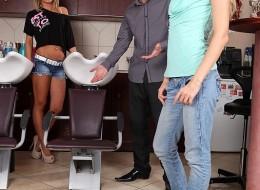 Fryzjer z wielką pałą zaprasza klientki (10)