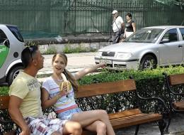 Nastolatka uwielbia banany (7)