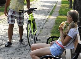 Nastolatka uwielbia banany (8)