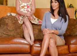 Striptiz córki i gorącej mamuśki (2)