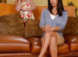 Striptiz córki i gorącej mamuśki (3)
