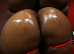 Czarne dupeczki wysmarowane oliwką (6)