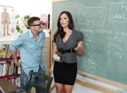 Pani profesor uwielbia penisy swoich uczniów (8)
