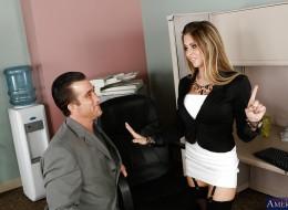 Zgrzał się na cycki pięknej koleżanki z biura (8)