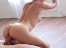 Jędrną dupcię ma piękna baletnica (3)