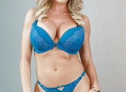 Blondyneczka w niebieskiej bieliźnie (9)