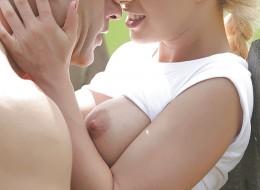 Blondynka uwielbia seks w plenerze (12)