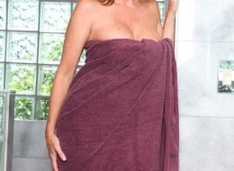 Mamuśce spada ręcznik kąpielowy (8)