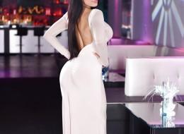 Gorąca foczka w białej sukni (8)