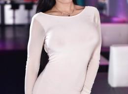 Gorąca foczka w białej sukni (9)