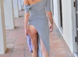 Seksowna dupcia pozuje do zdjeć w szarej sukni (8)