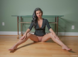 Seksowna panna w czarnej sukience (4)