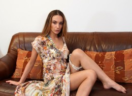 Piękna panna pięknie pozuje do każdego zdjęcia (2)