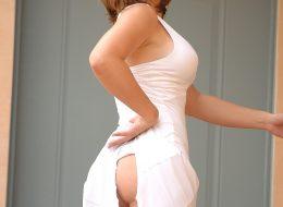 394378 09big 260x190 - Cycata blondi w sukience
