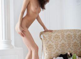 11 30 260x190 - Mała i seksowna lalunia