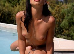 09 119 260x190 - Mała i zgrabna brunetka