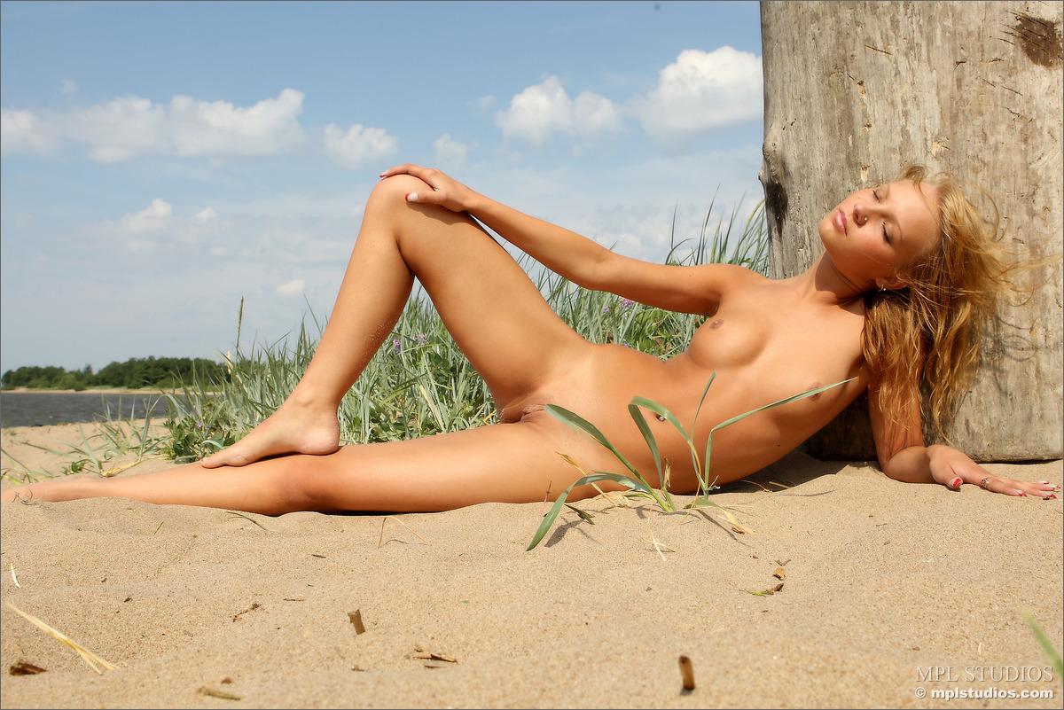 10 100 - Lalunia na plaży