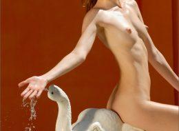 471349 03big 260x190 - Naga laska przy fontannie