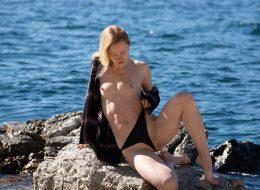 08 120 260x190 - Zgrabna blondi na skale